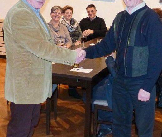 DANK FÜR TREUE DIENSTE sprach Jürgen Höll (links) Günter Hartz aus. Foto: pr